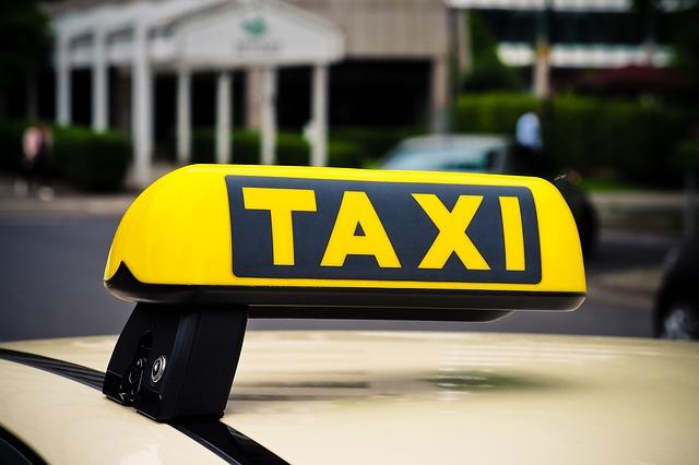 להחזיק רכב פרטי או להזמין מונית?
